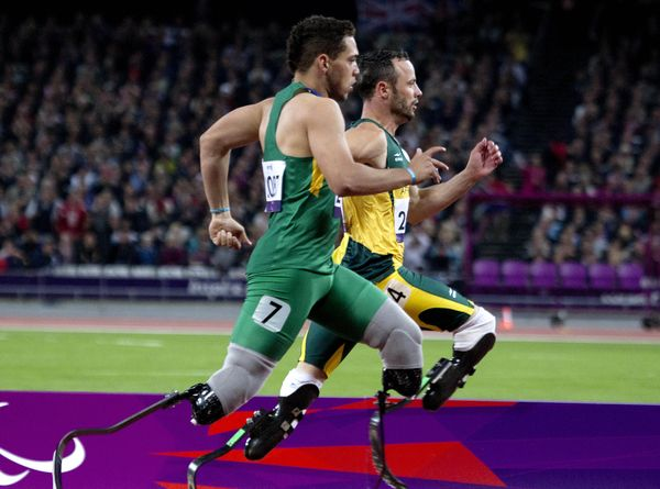 Alan Fonteles with a monster sprint to overcome Oscar Pistorius. 200m