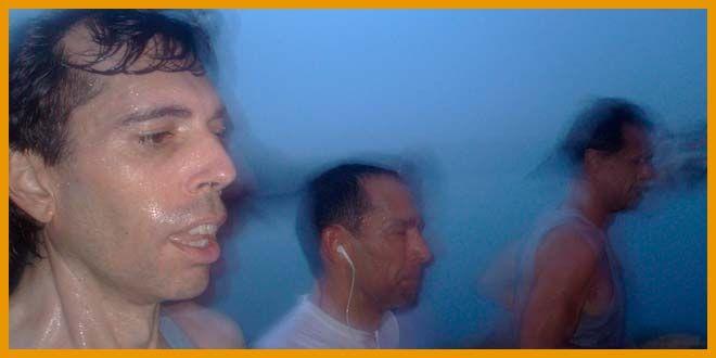 """¿Conocéis a alguien que en una carrera se ha tenido que parar """"para ir al baño""""? ¿Cuantos corredores vemos en una carrera con cinturones cargados de bidones como si fueran a una guerra? ¿Quien se ha tomado un gel por primera vez en una carrera y casi hecha el """"higadillo""""? Si has sido uno de ellos o conoces de alguien, comparte este artículo. No tiene desperdicio. #agua #water #hidratacion #deshidratacion #carreras #correr #running"""
