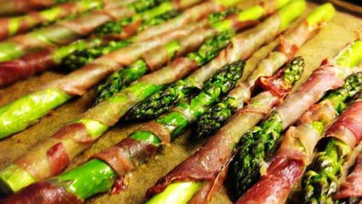 Grüner Spargel in einem würzigen Mantel aus krossem Prosciutto. Würzig und knackig, ob als Hauptgericht oder als Fingerfood. Unbedingt ausprobieren.