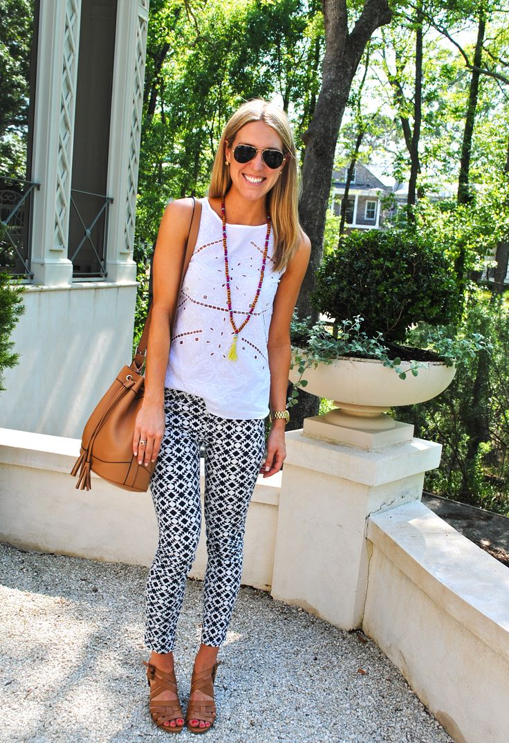 jcrew black and white graphic print denim, tan bucket bag and sandals