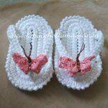 Scarpette neonato uncinetto - infradito farfalla rosa - Crocheted newborn booties - flip flop