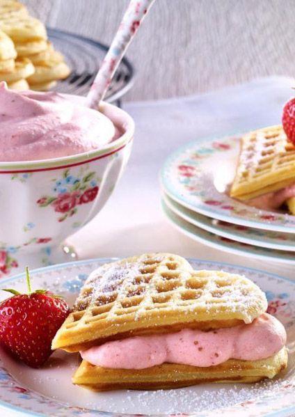 Super leckeres Waffel-Rezept mit Erdbeer-Sahne!