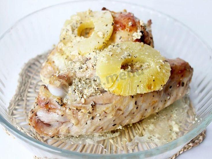 Крылья индейки в сметанном соусе с ананасами