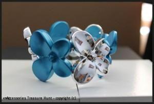 Elastic Two Tone Flower Bracelet