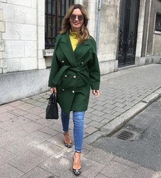 Instagram ve moda fenomeni bycamelia, Valentino topuklu ayakkabı modelini kombininde kullandığını farkettik.Sizce de çok şık durmamış mı? #bycamelia #valentino #heels #topukluayakkabi #valentinogaravani