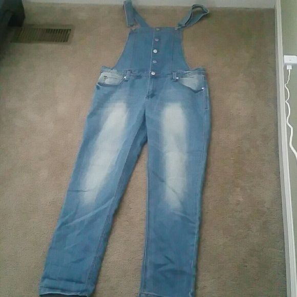 Jean Overall Capri Set Tinsletown Denim Couture  Purchased at Kohls (Juniors Section) Worn Once tinsletown  Jeans Overalls