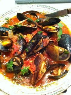 Steamed Mussels in White Wine Tomato Broth - La Cucina Rustica Recipes