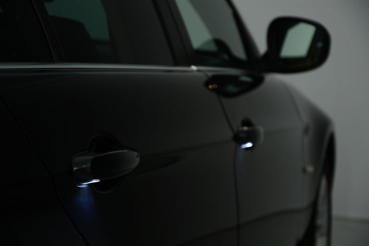 BMW latch light: Practical and beautiful at the same time.