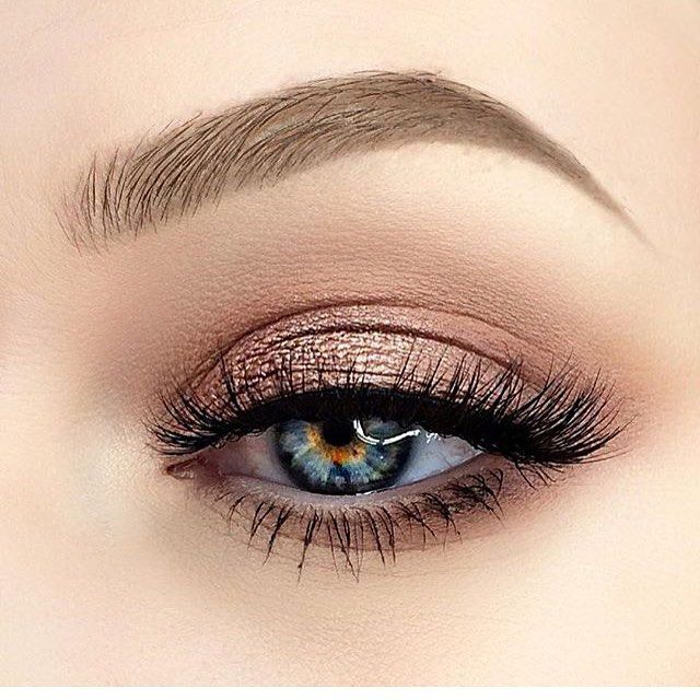 Throwing it back to this Eye look my loves, soft bronzy hues and long fluffy lashes heart_eyesheart_eyes I used my @morphebrushes 35o pallete for this look, this is my all time FAVOURITE palette as you can seriously create any look with it! 100 I @lotuslashesofficial in the style 217 @beautybakeriemakeup BROWnie in blonde @anastasiabeverlyhills clear brow gel to set and the number 12 brow brush(amazing brush) @sigmabeauty basic eye kit (brushes) Hope you all like this look have a lovely day…