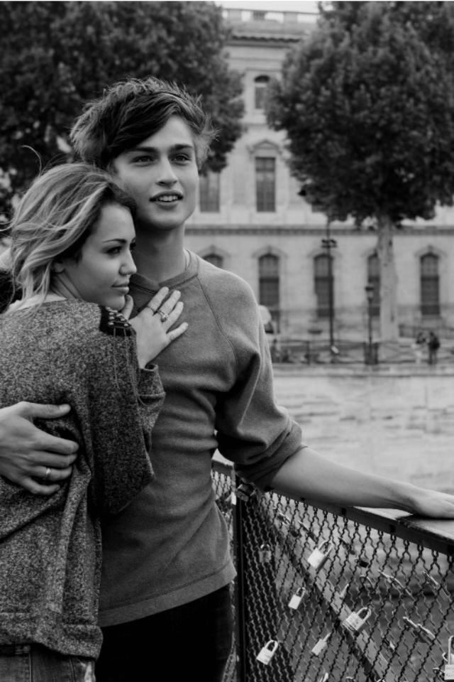 "Miley Cyrus and Douglas Booth portray the characters of Lola and Kyle respectively in the movie ""LOL""......."