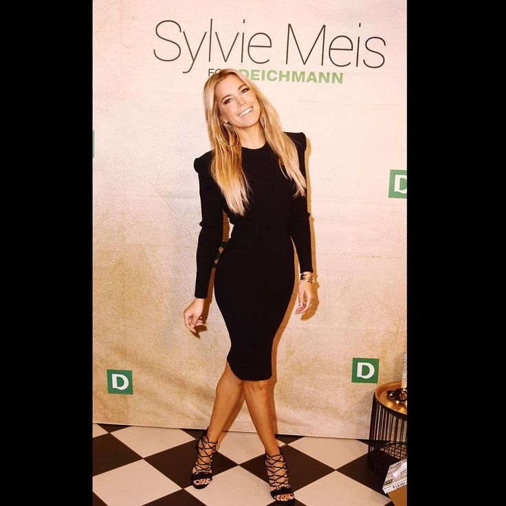 At todays @deichmann_schuhe event in Hamburg! Launched the third Sylvie Meis for Deichmann shoe collection #partycollection #highheels #shoeaddict #soproud @meis_enterprise @serenagoldenbaum wearing @muglerofficial #dress and @deichmann_schuhe #shoes #sylvieshoes