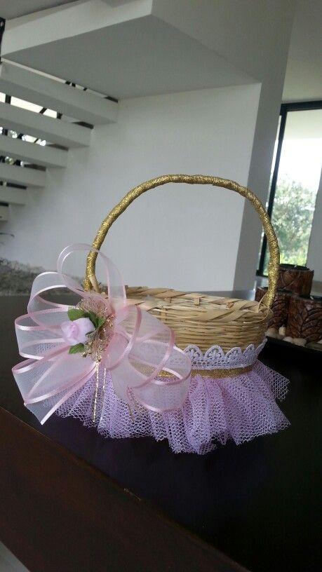 canasta decorada para una princesa