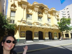 O teatro foi inaugurado em 1929, como Cine-Teatro Paramount, o primeiro cinema sonoro da América Latina.