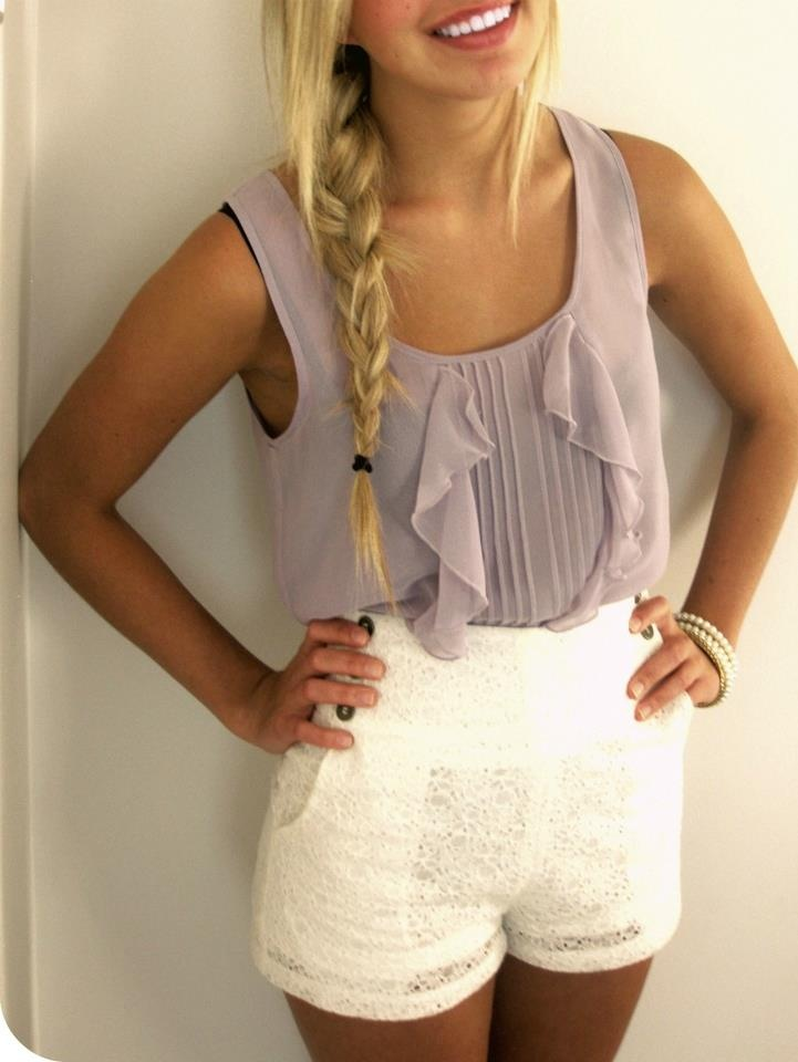 everything about this is adorable.: White Shorts, Summer Outfit, Braids, White Lace, Cute Outfit, Highwaist, Lace Shorts, Summer Clothing, High Waist Shorts