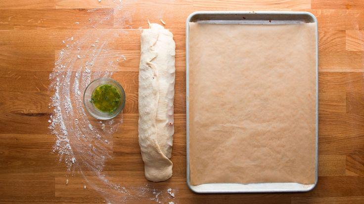 【レシピ】チーズたっぷり!さっくさくピザロールの作り方🍕🌀