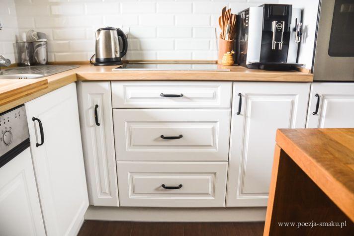 Białe szafki (fronty) z czarnymi uchwytami / White cabinets with black handles