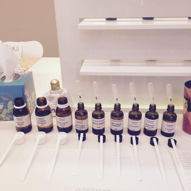 Atelier parfumerie chez Fragonard Parfumeur à Grasse! Magnifique expérience au cours de laquelle j'ai pu créer mon propre parfum :-) Dans la peau d'une apprentie chimiste, entre pipettes et béchers. http://antibes.thalazur.fr/  http://www.fragonard.com/