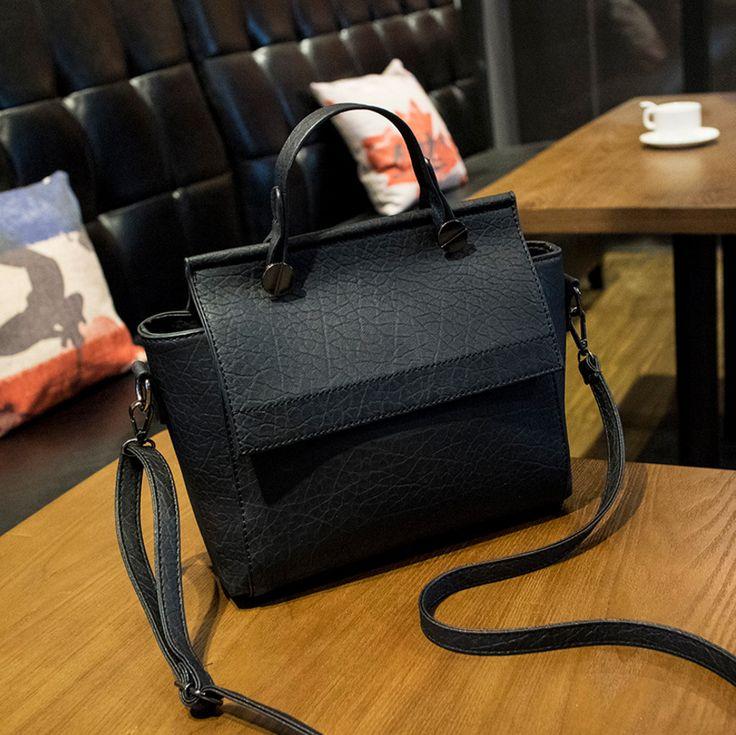 Stylová černá dámská kabelka – SLEVA 60% A DOPRAVA ZDARMA Na tento produkt se vztahuje nejen zajímavá sleva, ale také poštovné zdarma! Využij této výhodné nabídky a ušetři na poštovném, stejně jako to udělalo již …