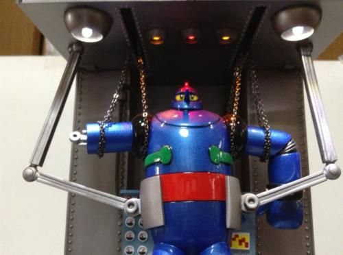 ブリキおもちゃ レトロ玩具の高価買取ならセンチュリーボット / 鉄人28号 修理工場 ジオラマ 足立和博 LED発光 彩色済み