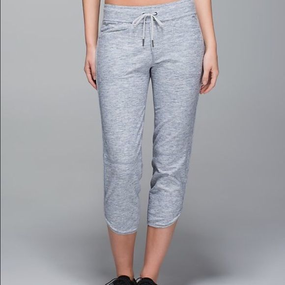 Lululemon keep it cool crops In excellent condition with no flaws. Keep it cool crops in space dye gris. These are no longer available online. Thanks for looking. lululemon athletica Pants Leggings