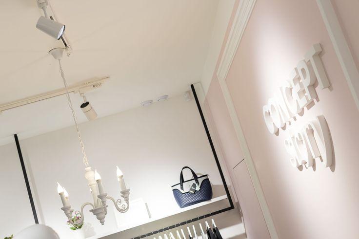Boutique lighting, Track Lighting, CONCEPT STORY, Track Light Citizen, oświetlenie ściany z logo