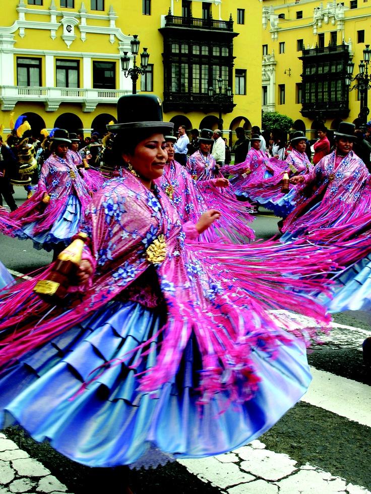 Plaza De Armas desfile en Lima, Perú. Photo by Alison Kincaid