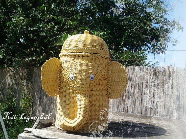 Nagy elefántos tároló. Gyerekszobában nagyon hasznos, mert sok játékot el tud rejteni.