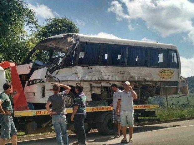 Pacientes do ES que fariam diálise em MG sofrem acidente em ônibus