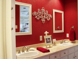 Red and white bathroom, never really thought out this possibility.