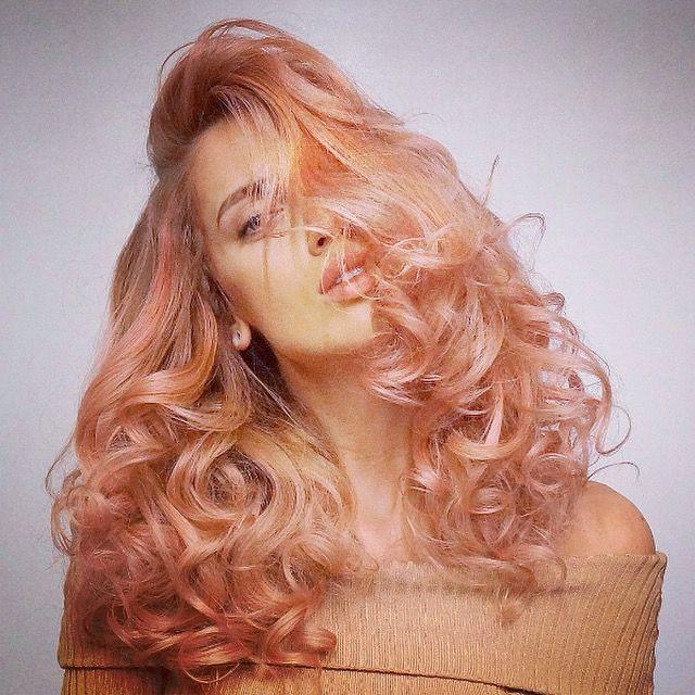 """Connaissez-vous le """"Blorange"""" ? Cette #coloration orange pastel effet délavé affole la toile et s'annonce comme LA #tendance capillaire de 2017 ! Oserez-vous tester ? #colorisre #visagiste #fun #funhair #rémithorparis #coiffeur #paris #rémitorgrandparis #schwarkopfpro #hair #blorange #blorangehair #igersfrance #créateurdebeauté #cheveuxlongs #style #hairstyle #fashion #tendance"""