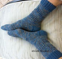 ... hab ich mir ausgedacht aus 8-fädiger Sockenwolle. Einfaches Rechts - Links - Muster für Herren- oder Sportsocken.  Anleitung f...