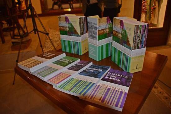 Bergama Belediyesi Osman Bayatlı'yı andı, bastırdığı kitapları tanıttı. Bergama Müzesi'nin kurucusu, araştırmacı yazar ve eğitmen Osman Bayatlı'nın çok sevdiği Bergama hakkında yazdığı 24 eserini yeniden bastıran Bergama Belediyesi, Bergama Arkeoloji Müzesi Etnografya bölümünde düzenlenen etkinlikle kitapların tanıtımını gerçekleştirdi. 13 Nisan Atatürk'ün Bergama'ya gelişinin 82'inci yıldönümü kutlamaları programı içinde düzenlenen etkinlik, Bayatlı'nın kızı Güngör Bayatlı Aydemir'in …