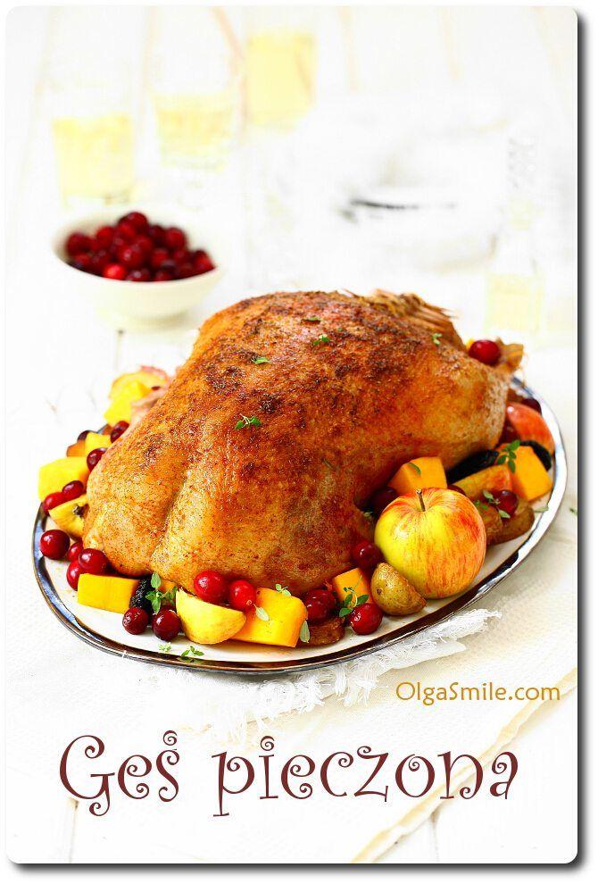 Pieczona gęś - Gęś pieczona Tradycyjne dania są zawsze na czasie. Gęś pieczona jest powszechnie znanym daniem kuchni polskiej. Jeśli myślicie, że pieczona gęś jest trudna do przygotowania, to się mylicie! W naszej rodzimej kuchni polskiej