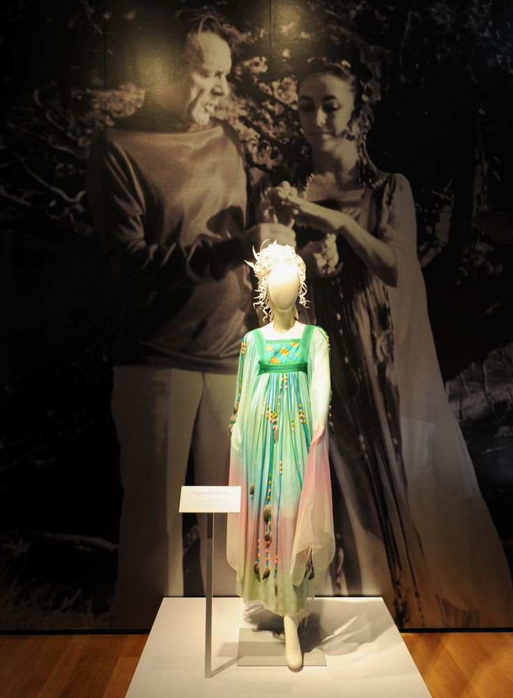 The Gina Fratini wedding dress worn by Elizabeth Taylor for her 2nd marriage to Richard Burton, 10 October 1975