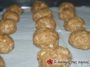 Εξαιρετική συνταγή για Ελαφριά μπισκότα βρώμης με άρωμα πορτοκάλι. Εύκολα μπισκότα, χωρίς πολλές θερμίδες. Λίγα μυστικά ακόμα Στην συνταγή αυτή μπορείτε να κάνετε αρκετές προσθήκες υλικών, όπως σταγόνες σοκολάτας, κανέλλα, χυμό μανταρίνι.ΠροσοχήΌταν τα βγάλετε είναι πολύ μαλακά αλλά όταν κρυώσουν σκληραίνουν, μην τα ψησετε περισσότερο. Ευχαριστούμε την ANGOLINA για τις φωτογραφίες βήμα βήμα.