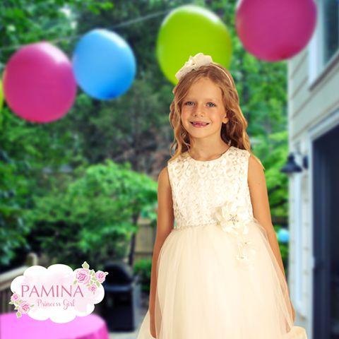 Küçük kızlar güzel elbiseleri ve balonları çok severler :) Little girls like beautiful dresses and balloon... #fashionkids #kids #girlclothes #kidswear