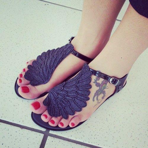 Les tags les plus populaires pour cette image incluent : fashion, Melissa, shoes et maleficent