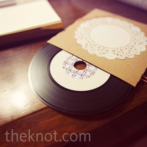 Each guest got a mixed CD of love songs that was disguised as a vinyl record.Wedding Favors, Wedding Songs, Mixed Cd, Guest Gift, Vintage Wedding Invitations, Wedding Photos, Wedding Music, Bridal Parties Gift, Vinyls Records