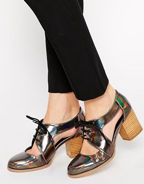 Asos Holo heels  http://www.asos.fr/ASOS/ASOS-SOUTHBOUND-Lace-Up-Heels/Prod/pgeproduct.aspx?iid=4557361&CTARef=Recently%20Viewed