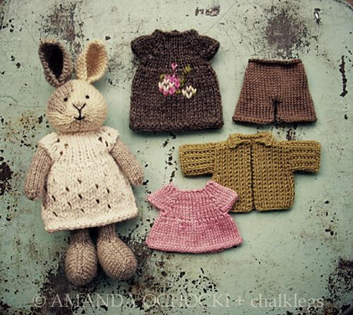 Just thought of another use for Madelinetosh Unicorn Tails. Bunny clothes!  >> Ravelry: chalklegs' chubby bunny with wardrobe