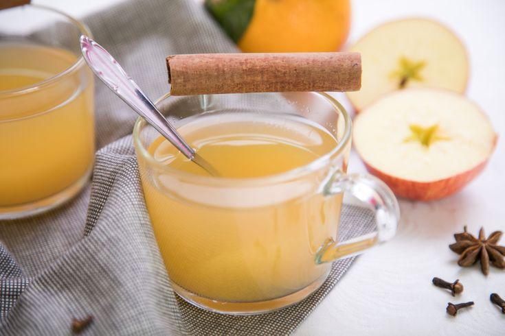 Omamně voňavý a lahodný horký nápoj z rozvařených jablíček a pomerančů, ochucený skořicí, hřebíčkem a badyánem.