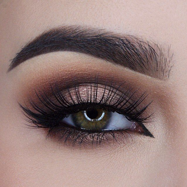 Can you say O-B-S-E-S-S-E-D? @miaumauve created this gorgeous look using our Chocolate Bar Palette. #toofaced