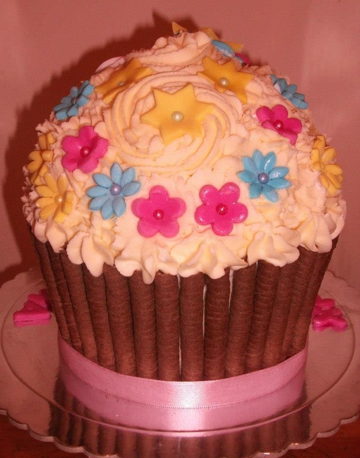 BACK VIEW peppa pig princess giant cupcake