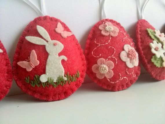 Felt easter decoration red felt eggs with bunny and por DusiCrafts