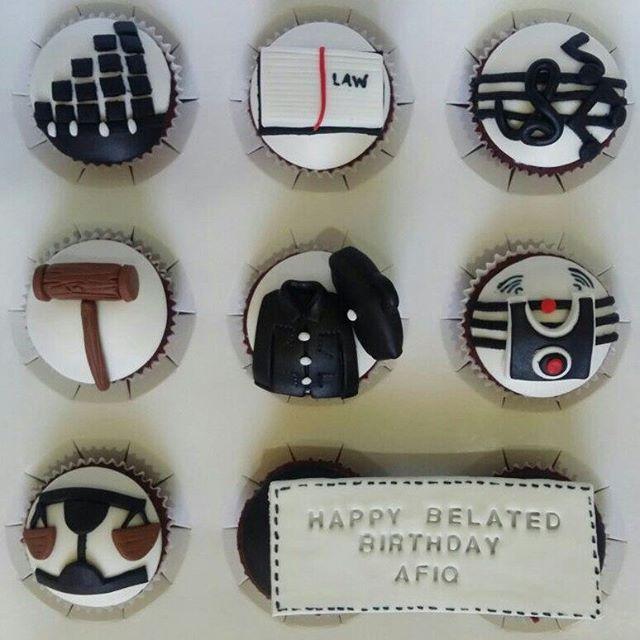 Cupcakes for K. Aisyah.. Law + music theme.  TQ so much K. Aisyah 😘😘😘 Pada yang berminat utk order/ nak tanya je pun bole whats app saje saye Huda 0163286908 hurry² 😊📱📱 ~✘ Call ✘ DM ~WA only~ ~replywithin24hrs~  #bazarpaknil #bazaarpaknil #lovecupcakes #doorgift #goodies #cupcakemania #eventplanner #event #cupcakesedap #cupcakeholic #cupcakemurah #cupcakemalaysia #surprise #happybirthday #birthdaysurprise #selayangdelivery #batucaves #kldeliveryfood #kualalumpur #selayangdelivery #kl…