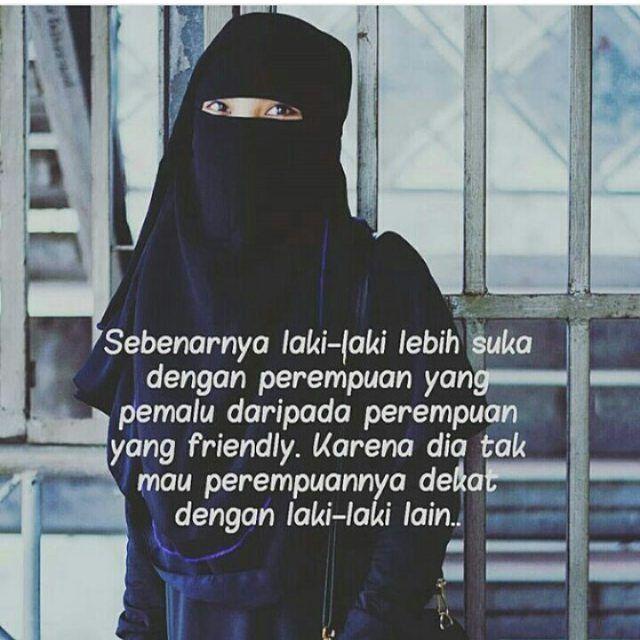 Wanita sholihah tidak pernah tergiur dengan gemerlapnya perhiasan dunia mengapa? Karna mereka sendiri adalah sebaik-baiknya perhiasan dunia itu. .  Follow @MuslimahIndonesiaID  Follow @MuslimahIndonesiaID  Follow @MuslimahIndonesiaID  .  Untuk #MuslimahIndonesia by @yusufashe  @mitauloli