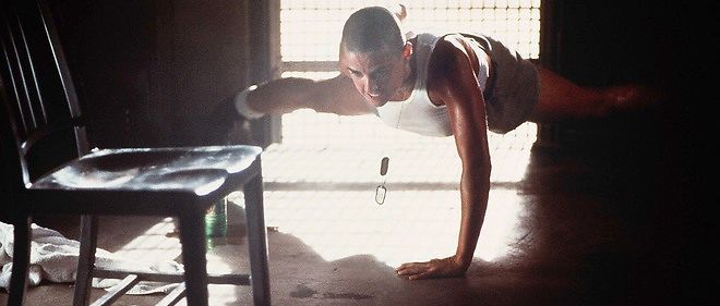 En 1998, Ridley Scott mettait en scène une femme soldat qui avait été sélectionnée pour suivre la formation des Navy Seals, les commandos marine américains.