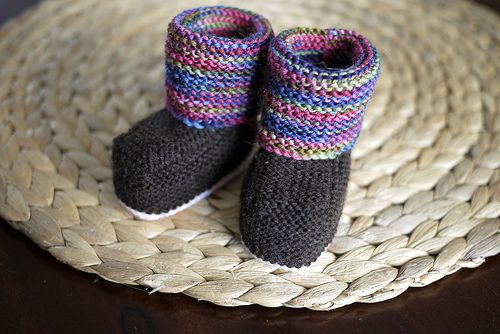 stay on booties pattern Free pattern: Stay-on baby booties Baby knitting ...