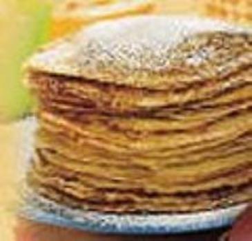 Amandel pannenkoekjes--Meng een eidooier, de slagroom, de zoetstof en een snufje zout. Meng het amandelmeel met het bakpoeder en doe dit door het eidooiermengsel. Sla het eiwit stijf en spatel het eiwit door het eidooiermengsel. Verhit de boter in de pan en bak 4 pannekoeken.
