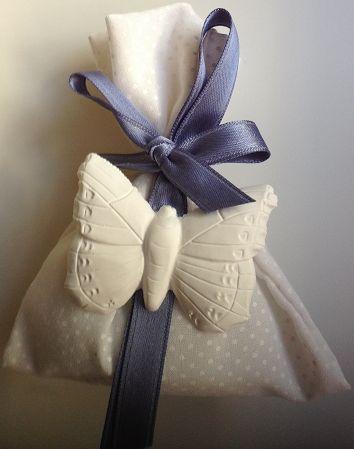 sacchettino confetti con gessetto profumato bomboniera tema farfalle  www.partecipazioniebomboniere.com